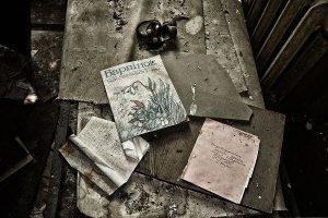 Tschernobyl, Tisch, Bücher