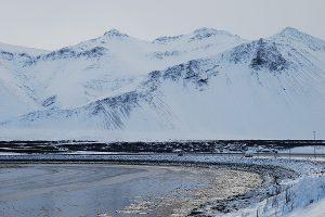Island, schneebedeckte Berge
