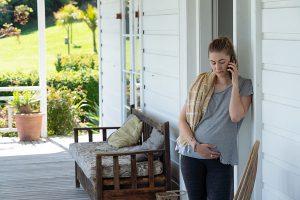 Auckland Detectives: Jess Tochter Ruby telefoniert