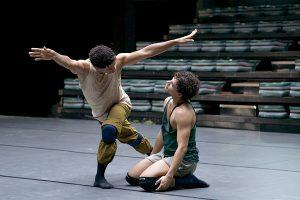 Carlos leitet eine Tanz-Kompagnie
